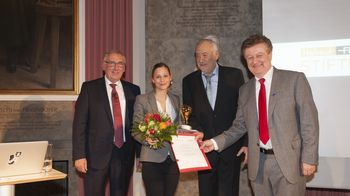 Dr. Giulia Enders (Award Winner), Kurt C. Reschucha (President, Helmut Fischer Foundation), Helmut Fischer (Founder, Helmut Fischer Foundation) and Wolfgang M. Heckl (Director, German Museum) (from left to right)