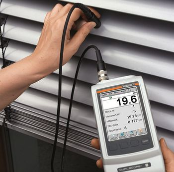 Measurement of the coating thickness on blinds using the DUALSCOPE® FMP100 with the FTD3.3 probe.