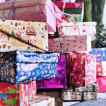 "Fischer takes part in the initiative ""Christmas in a Shoe Box"""